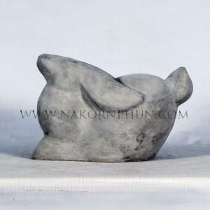 550_122_concrete_statute_rabbit_03